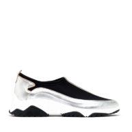 Zapatillas en color negro y plateado