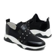 Zapatillas en color negro en tela y cuero con detalles de tachas