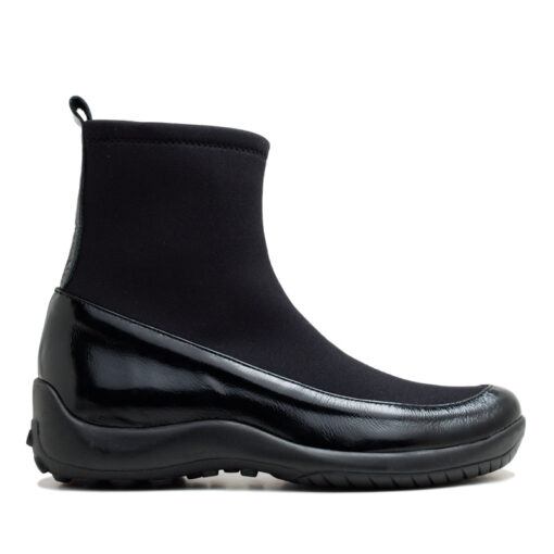 Botas negras elastizadas con charol