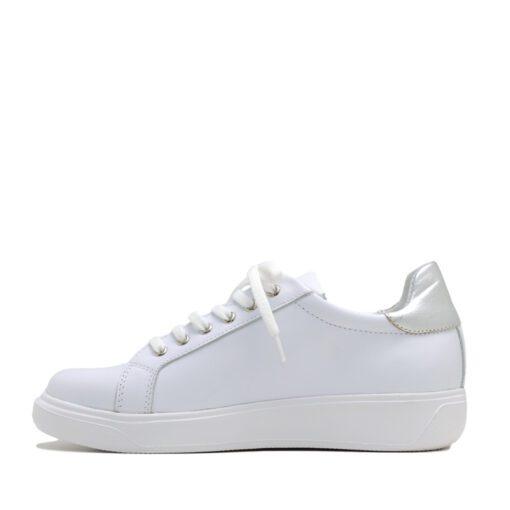 Zapatillas en cuero blanco con detalles plateados