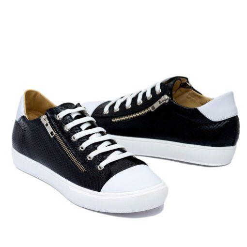 Zapatillas color negro con cierres RALLYS
